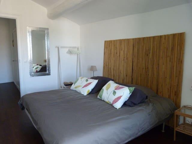 Votre chambre et son lit 180