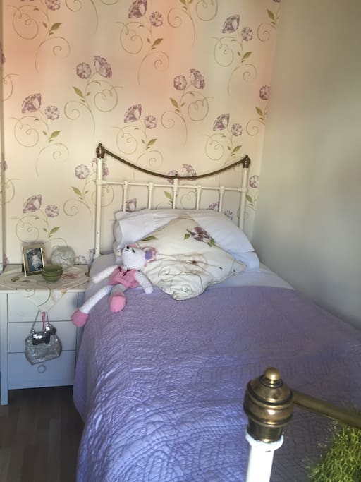 Comfortable single bedroom over looking the garden in period house.