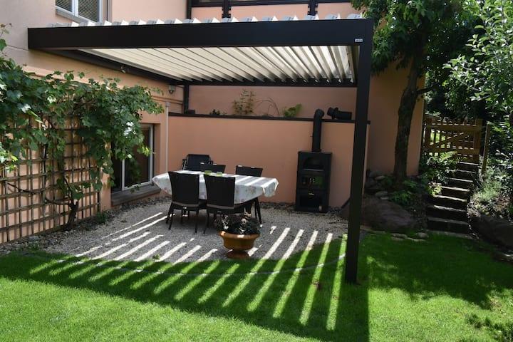 Charmante Einliegerwohnung mit eigenem Garten+Bad