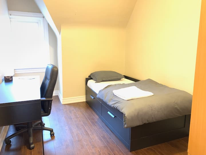 Private Room - Kensington Market with Patio Access