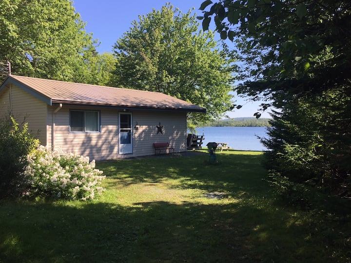Cottage on Petpeswick Lake charming and peaceful!