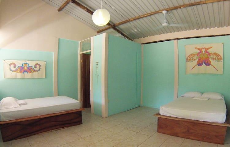1 Bed in Shared Dorm - Beachpacker Manuel Antonio