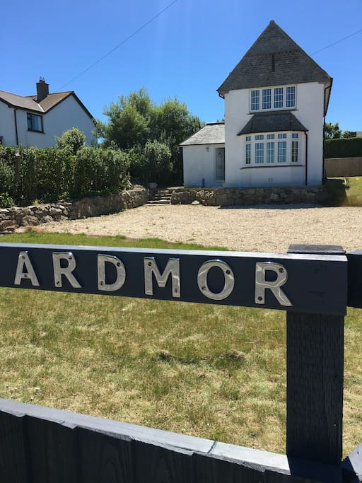 Ardmor, ample car parking