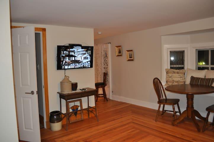 Holman's Heritage Suite #2