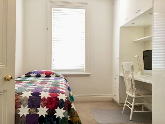 Single bedroom and built-ins