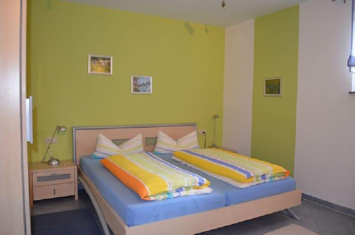 Ferienwohnungen Holder, (Hayingen), Dreibettzimmer mit Bad