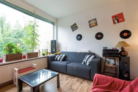 cozy room with own balcony close to everything - Groningen - Wohnung