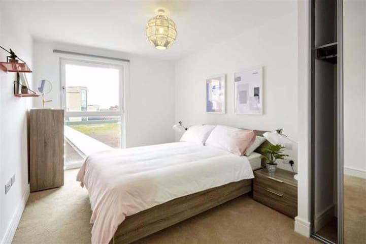 Luxury Modern 1 Double Bedroom Apartment - Barking