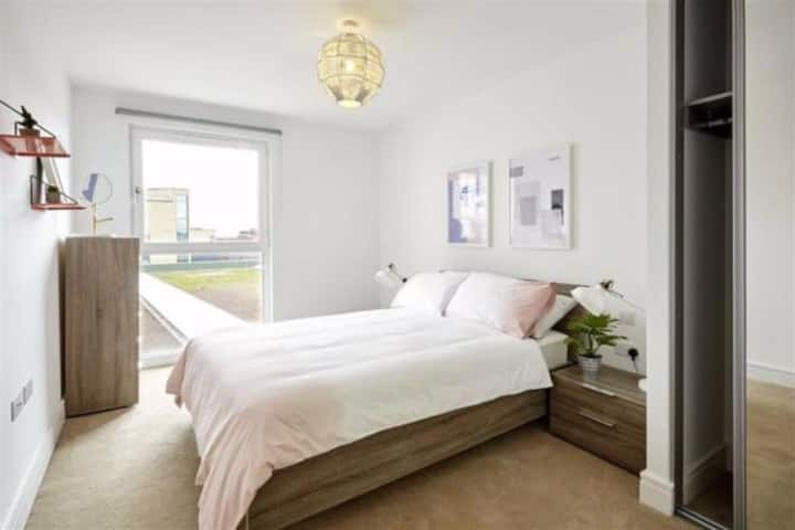 Luxury Modern 1 Double Bedroom Apartment - Barking