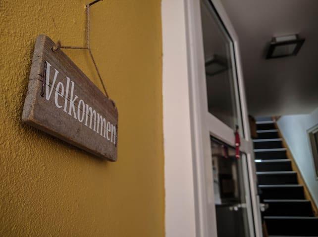 Stort værelse på egen etage, med eget toilet/bad - Kolding - Apartamento