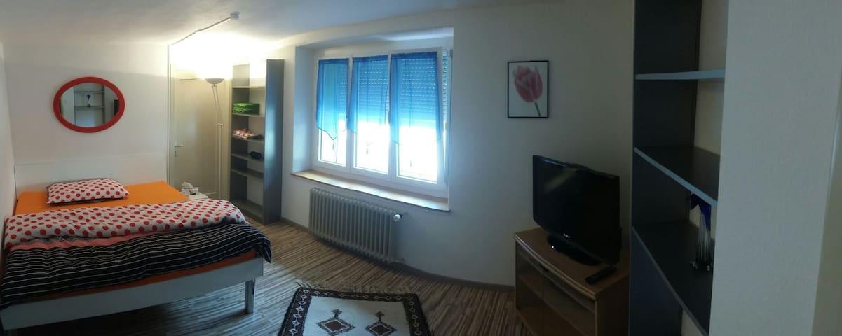 Einfaches Wohlfühlzimmer - Ennenda - Rumah