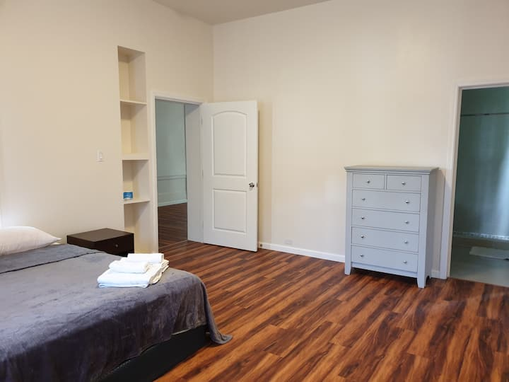 Downtown private 1bedr 1bathr new  share kitchen 4