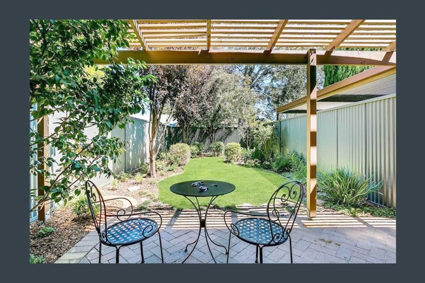 Your own private garden. A gorgeous little private garden to sit, ponder and enjoy a glass (or two!). Just around the corner every shop you will ever need and a short bus trip to Adelaide city!