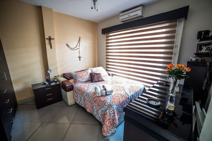 Private Room #3 | Cozy Home | Ideal Location - Guayaquil - Huis