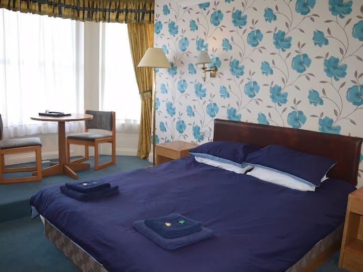 Room 3/6 Portland Hotel