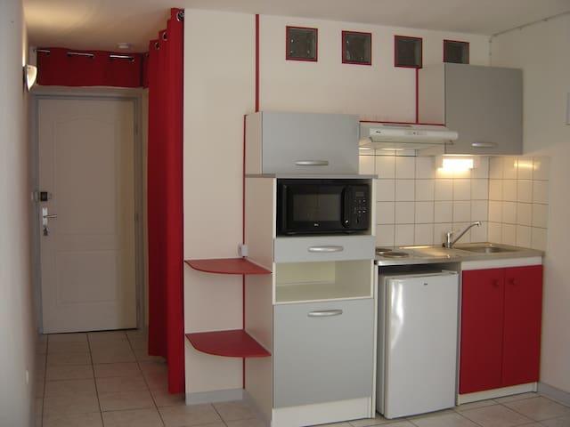 Studio meublé centre historique Auch 32000 - Auch - Wohnung