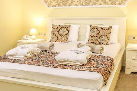 One bedroom Suites / Люкс с отдельной спальней
