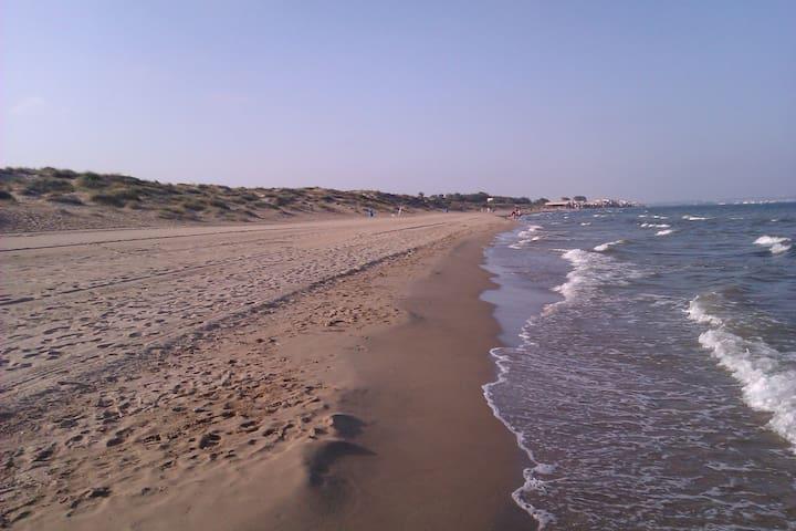 Estudio a 10 min a pie de la playa. Colchón nuevo