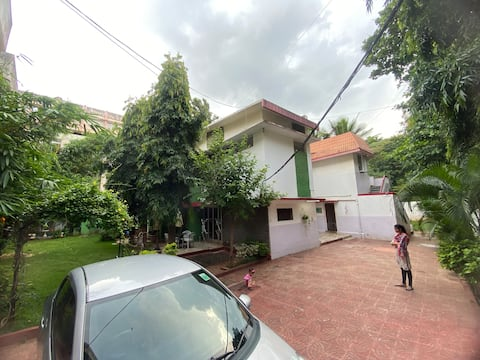 Peaceful serviced apartment centrally located