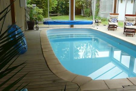 Grande maison avec piscine privée et chauffée - Rosporden