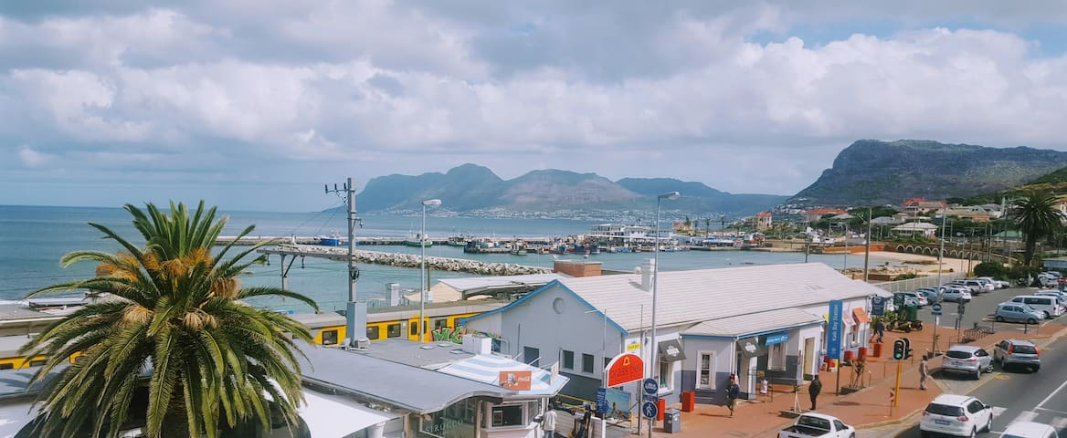 Kalk Bay Harbour Views