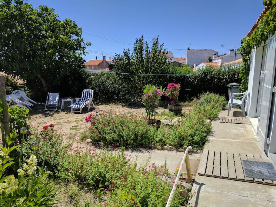 Maison avec jardin 50m du port de l 39 herbaudi re houses for Restaurant jardin ile de france