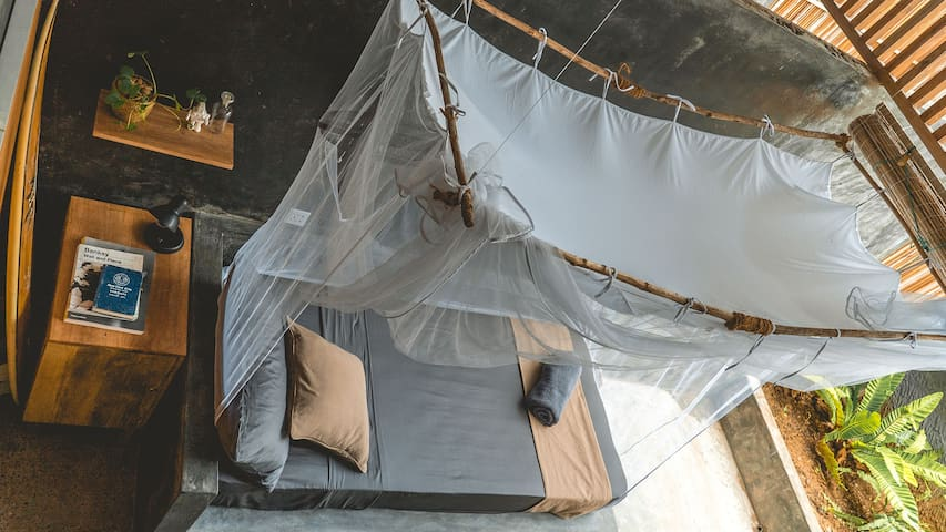 "private single hostel studio + 8"" spring mattress + mosquito net"