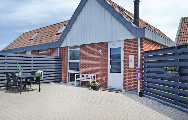 Holiday apartment with 2 bedrooms on 82 m² in Hvide Sande