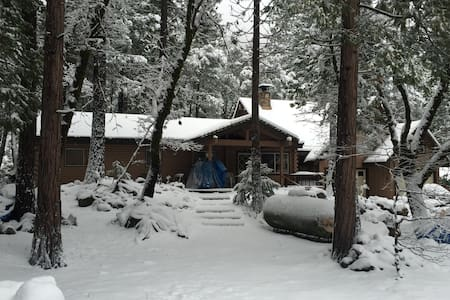 River Front Mountain Cabin w Views! - Sierra City - Hus