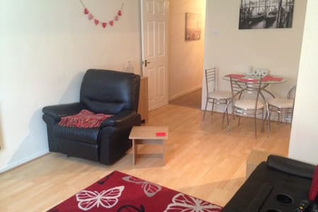 Double bedroom close to LBA Airport - Apartment