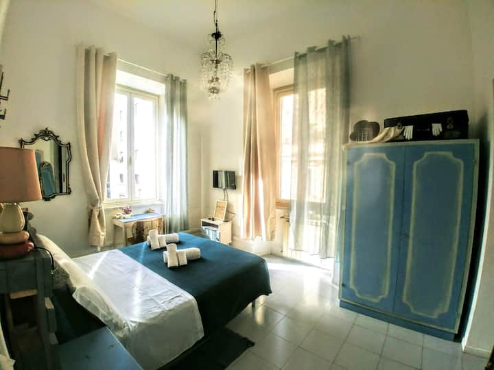 Romantic Double room  20 min by walk to Colosseum