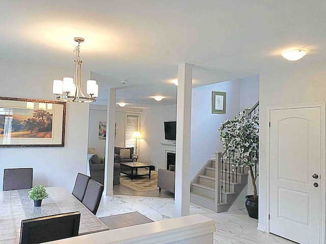 *****LUXURIOUS HOME**** 8min drive from the falls