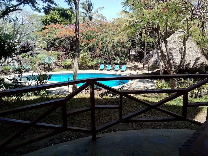 Private beach, swimming pool, wifi (room 15)