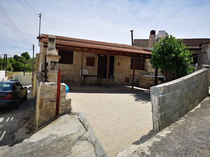 Three-Bedroom Private House in Letymvou