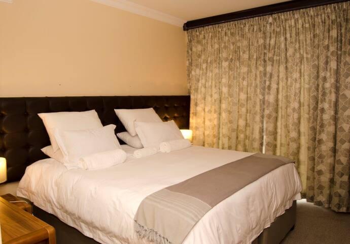 Unit 81 Oceanic Hotel