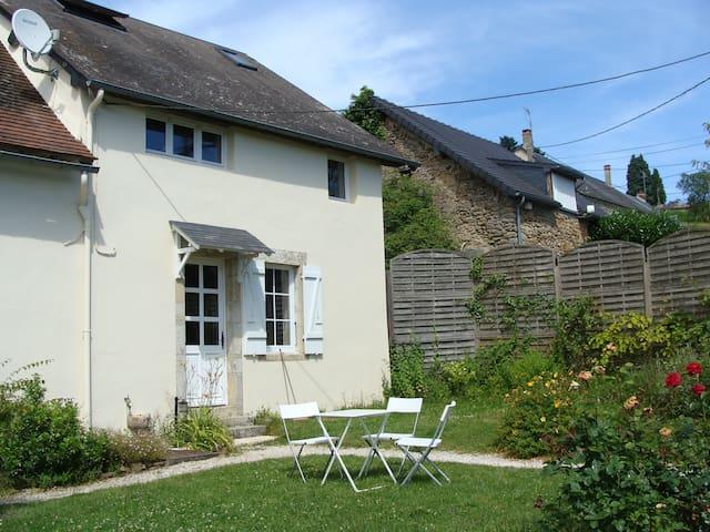 Maison morvandelle et son étang privé - Saint-Péreuse - Casa
