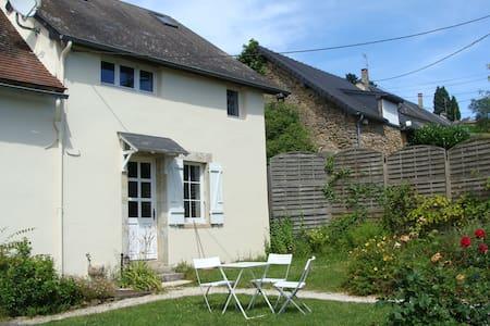 Maison morvandelle et son étang privé - Saint-Péreuse - Rumah