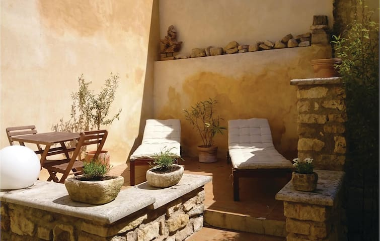 Terraced house with 2 bedrooms on 105 m² in Le Barroux