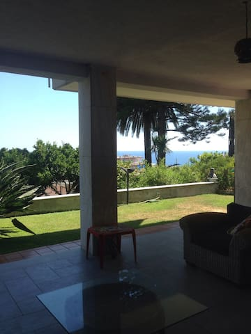 MiraBruna house, garden and sea view. - Ospedaletti