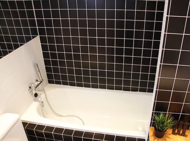 Bathtub with shower amenities