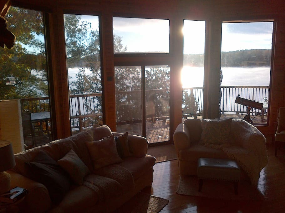 Stunning big window views to the lake. Watch the beautiful sunrise.