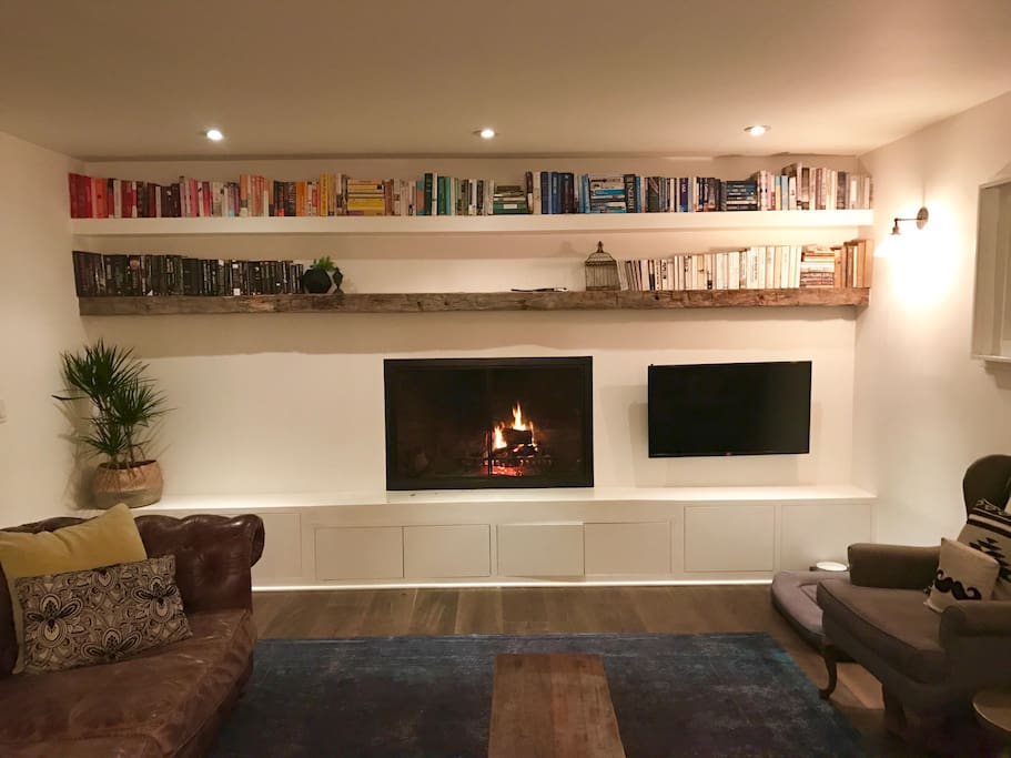 Huge wood burning fireplace with gas starter. Large smart TV that pulls out from the wall and swivels.