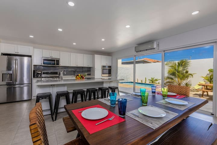 Modern 3BR w/Chef Kitchen-Private-Pool-Palm Beach