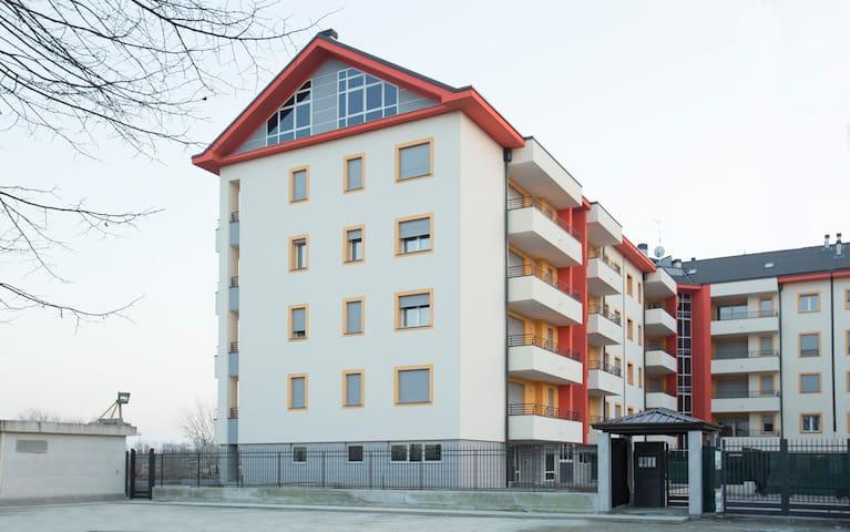 Monolocale con balcone - Pero - Wohnung