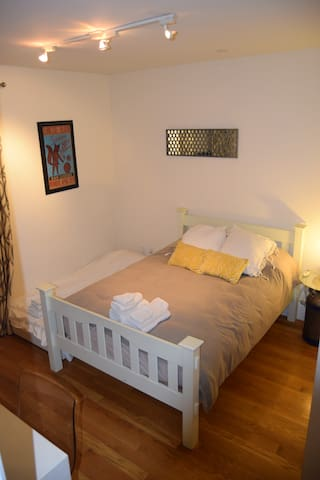 Room set up with 3rd bed for extra person