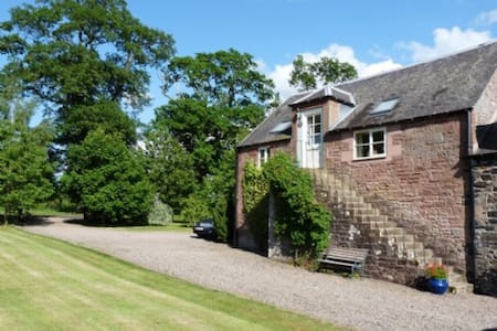 GRANARY COTTAGE, Minto, Scottish Borders - Minto