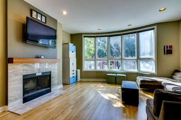 Perfect Lakeview Townhome with Private Patio!