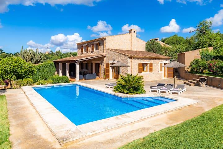 Charmante maison de vacances Cas Batlet Antonia avec piscine, climatisation, Wi-Fi, terrasses, vue sur mer et la montagne ; parking disponible
