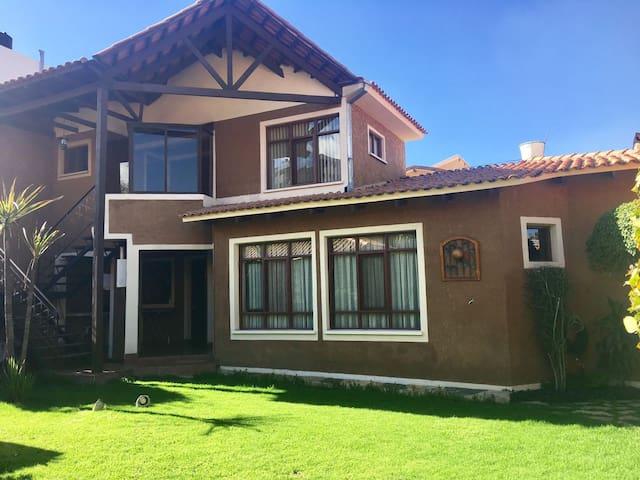 Dpto independiente con jardin en zona residencial - Cochabamba - Apartment