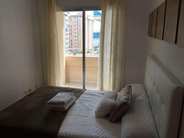 Apartamento moderno en Benidorm cerca de la playa.